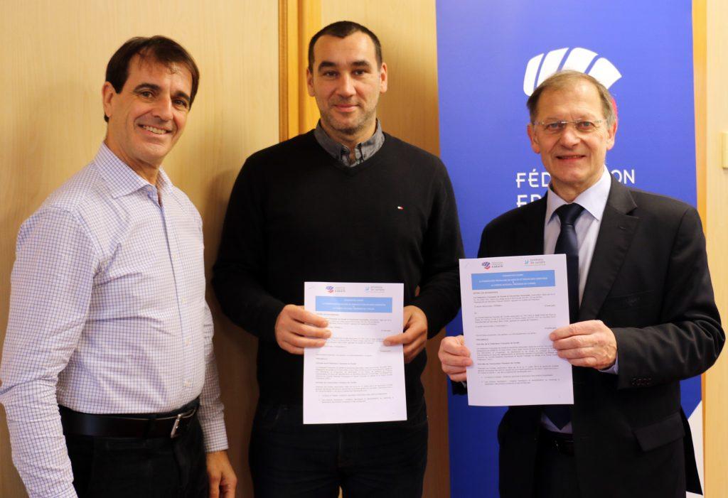 Sébastien Ruffin entouré de Dominique Charré (g) DTN, et Francis Didier (d), président de la FFK
