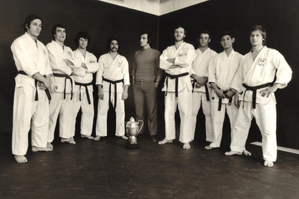 Gilbert Gruss, 4ème en partant de la droite, avec l'équipe championne du monde de 1972 - © FFKDA